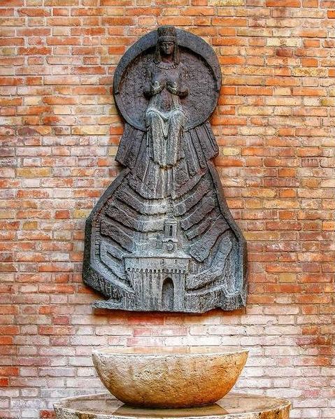 La Fontana dell'Olio, opera di Stefano Pigini.