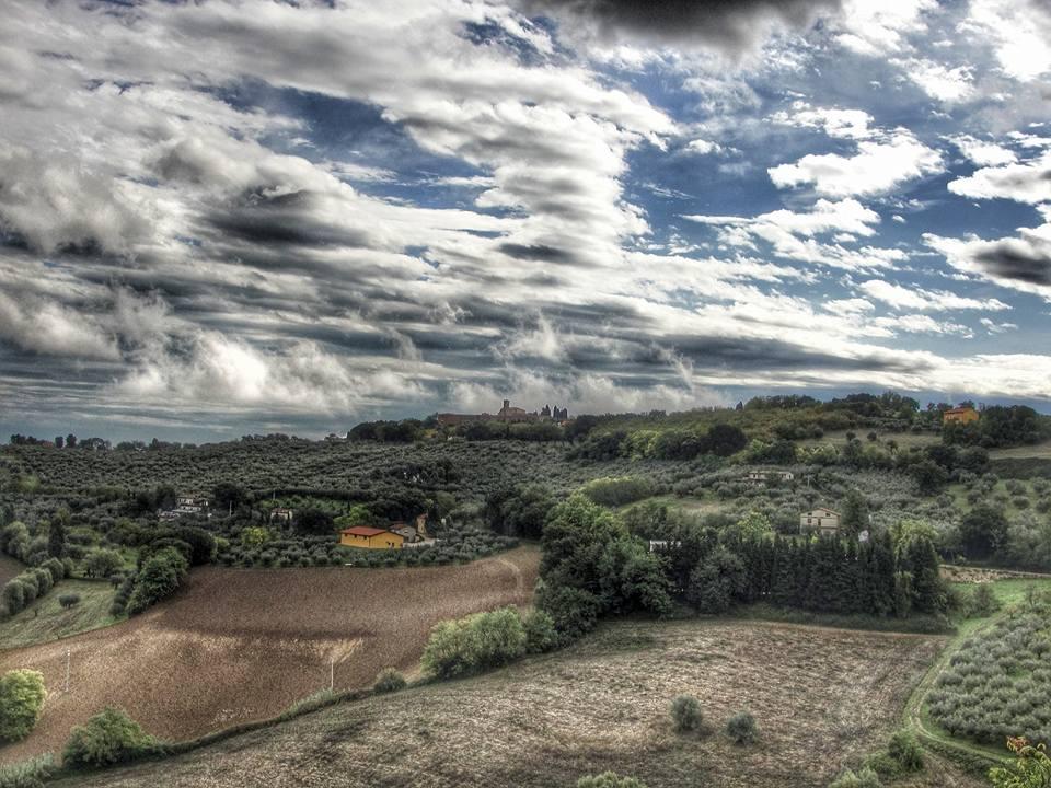 La Pieve vista da Cartoceto.